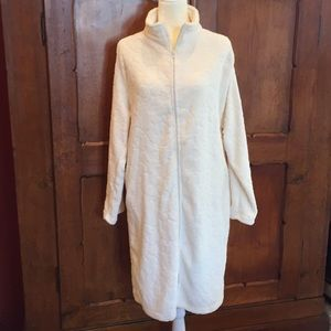 🛍NWT Brand-new soft and silky robe